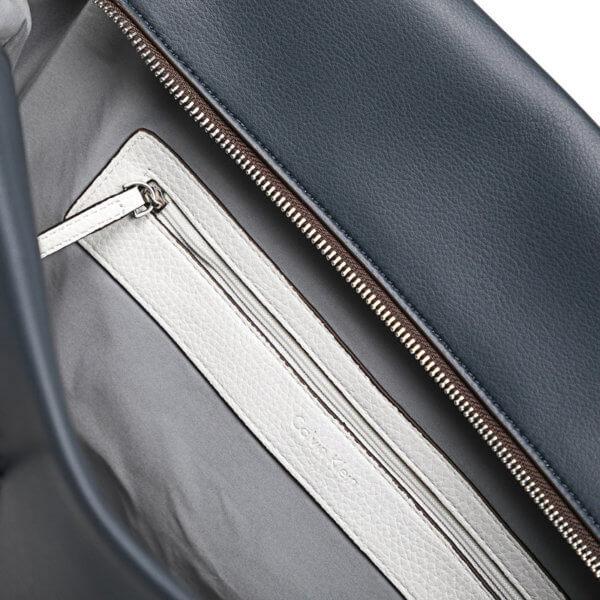 Kabelka Calvin Klein Tr4cy Large Tote modrá detail