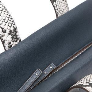 Dámska kabelka Calvin Klein Tr4cy Large Tote modrá detail foto