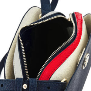 Kabelka Tommy Hilfiger TH Core Crossover mini modrá detail